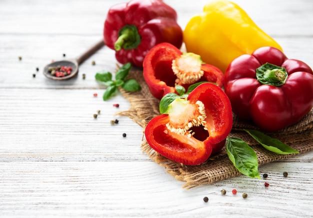 Rote und gelbe paprika