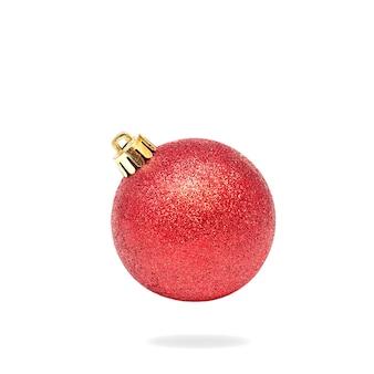 Rote weihnachtskugel auf weiß
