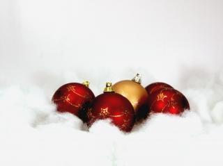 Rote weihnachtskugeln, hintergrund