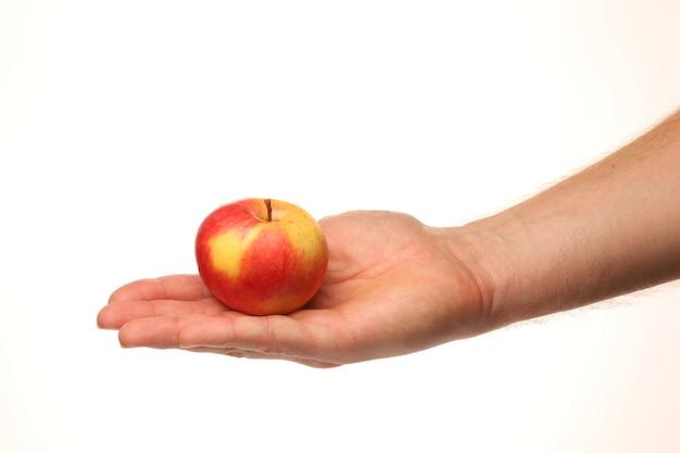 Roter apfel in der hand lokalisiert