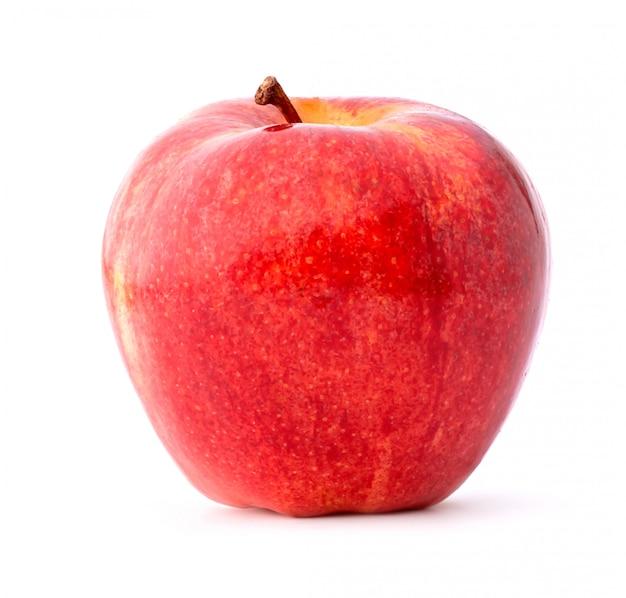 Roter apfel lokalisiert auf weißer oberfläche