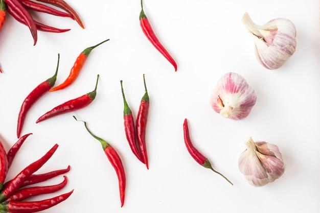 Roter chili und knoblauch