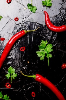 Roter chili und petersilie