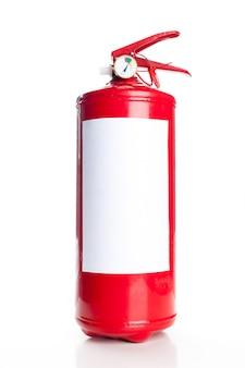 Roter feuerlöscher getrennt auf weiß