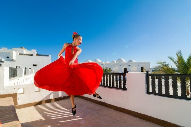 Roter flamenco-tänzer