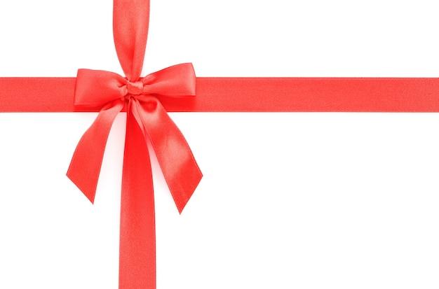 Roter geschenkbogen lokalisiert auf weiß