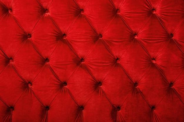 Roter getufteter samtkapitone textiler hintergrund