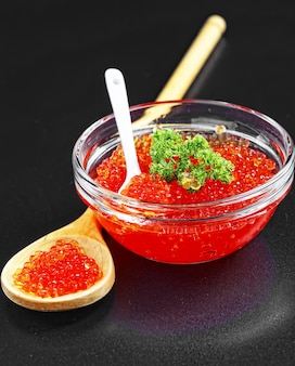 Roter, körniger kaviar wertvoller fischarten
