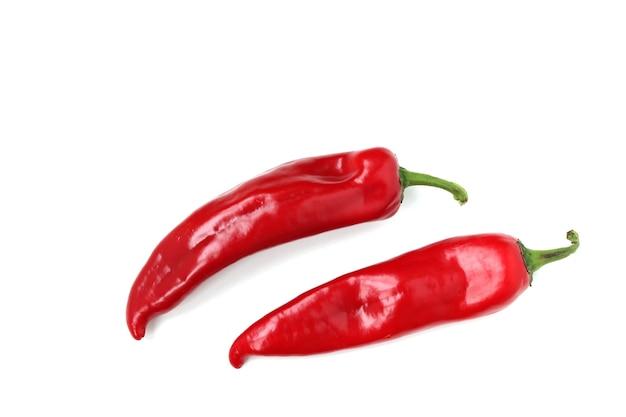 Roter paprika befindet sich auf einer weißen oberfläche, draufsicht, kopierraum