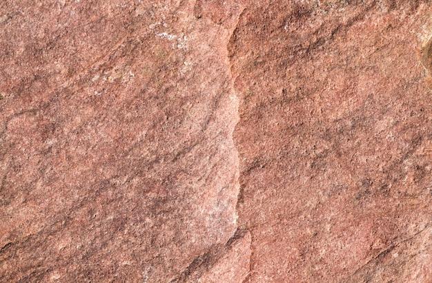 Roter stein mit beschädigung