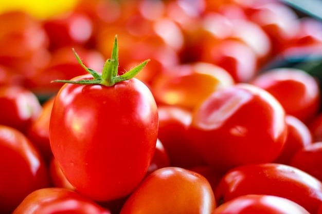 Roter tomatenhintergrund