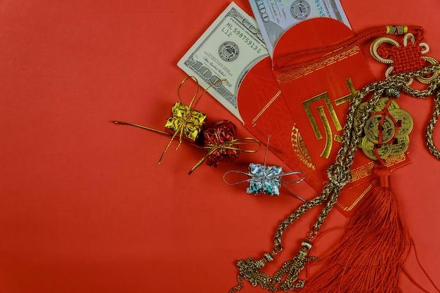 Roter umschlag des chinesischen neuen jahres, glückliches dollargeld für geschenk grüßend