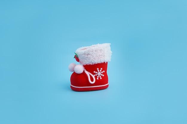 Roter weihnachtsstiefel mit geschenken