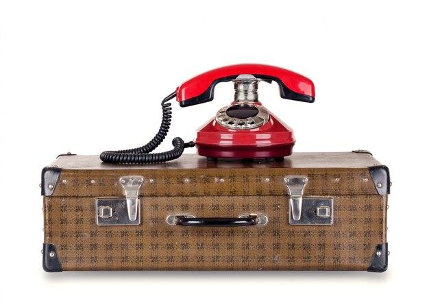 Rotes altes telefon und koffer