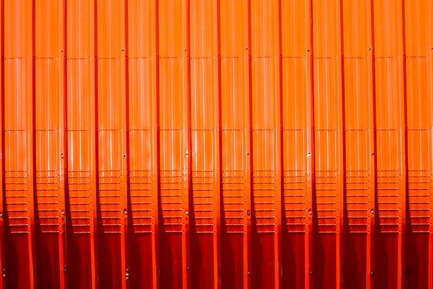 Rotes blechmuster und vertikale linie design