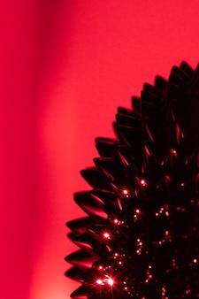 Rotes ferromagnetisches flüssiges metall mit kopienraum
