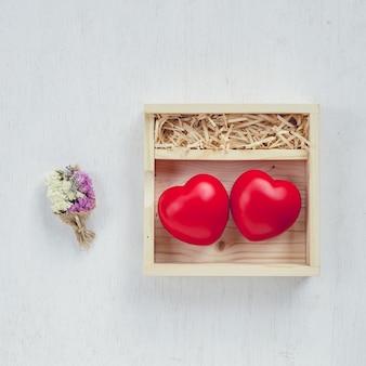 Rotes herz in der liebesbox