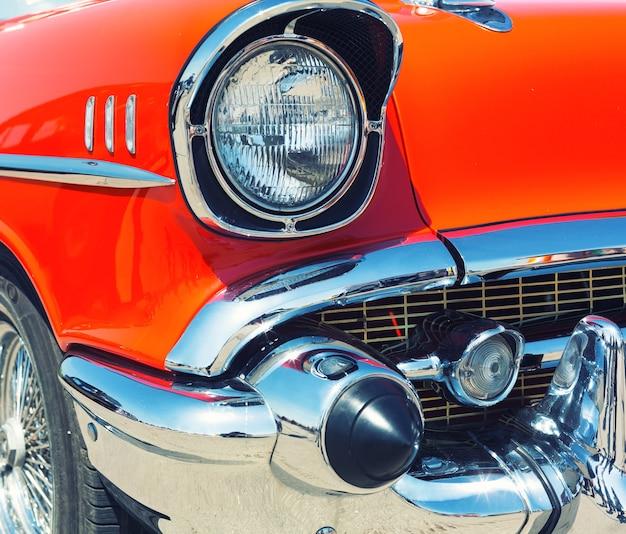 Rotes retro-auto