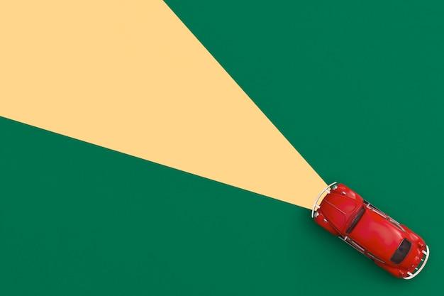 Rotes spielzeugauto auf gelbem grund. draufsicht mit kopienraum.
