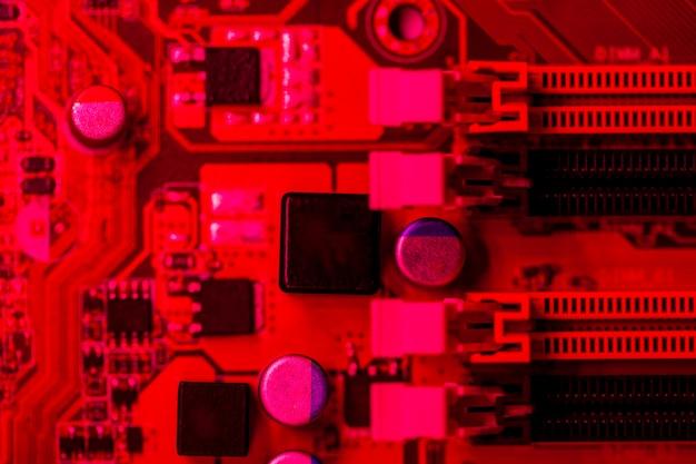 Rotes themenorientiertes motherboard mit schlitzen