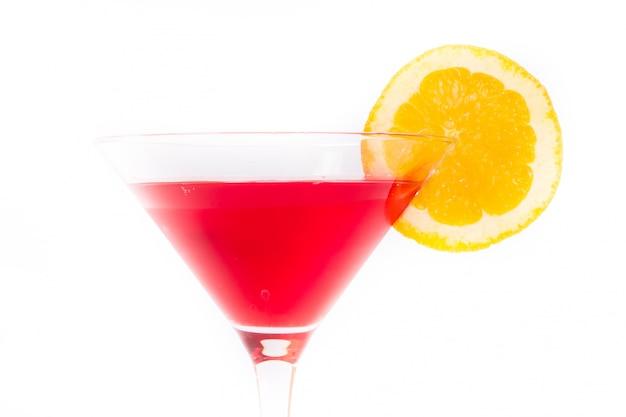 Rotes und gelbes cocktail auf weiß