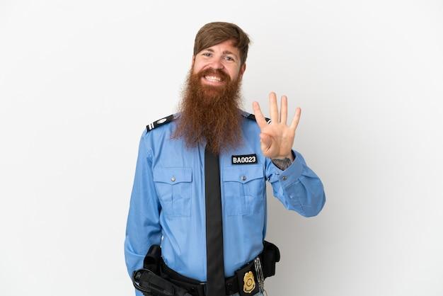 Rothaariger polizist isoliert auf weißem hintergrund glücklich und zählt vier mit den fingern