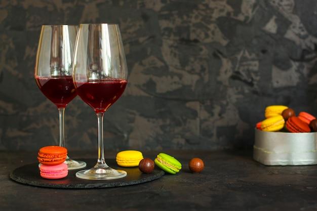 Rotwein in einem glas