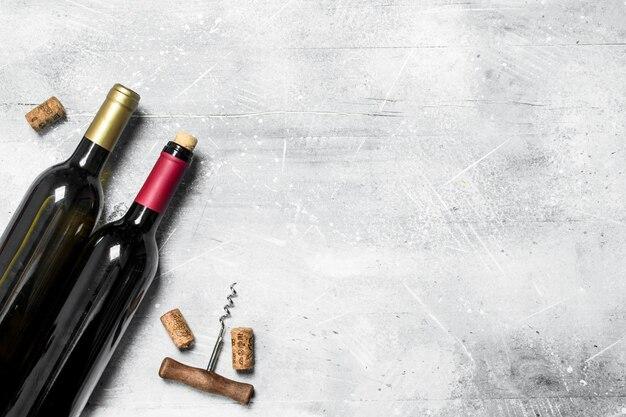 Rotwein mit korkenzieher.