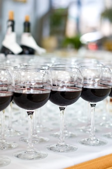 Rotweingläser, selektiver fokus