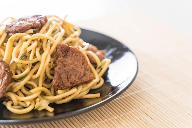 Rühren-gebratene nudeln - veganes essen