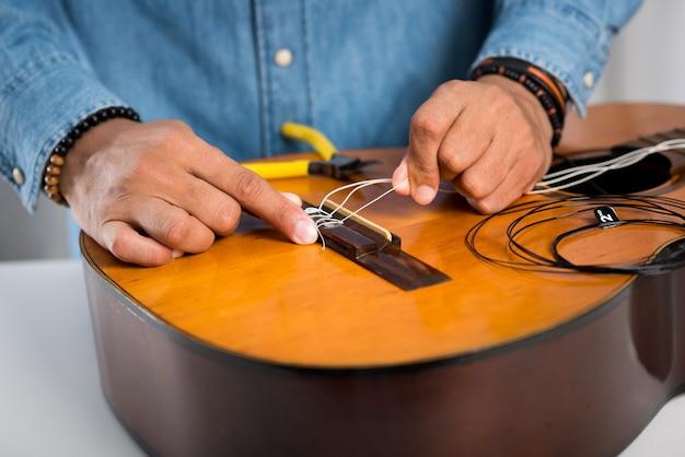 Ruhende klassische gitarre