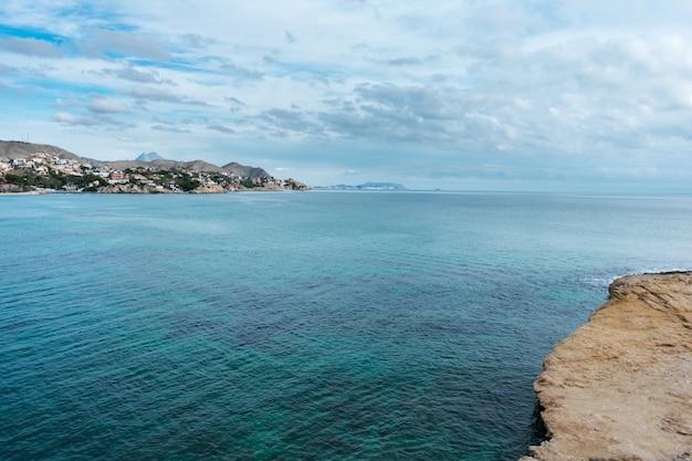 Ruhiges meer östlich von spanien