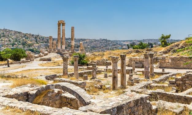 Ruinen der byzantinischen kirche in der zitadelle von amman in jordanien