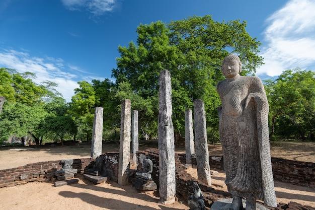 Ruinen der historischen stadt polonnaruwa, sri lanka