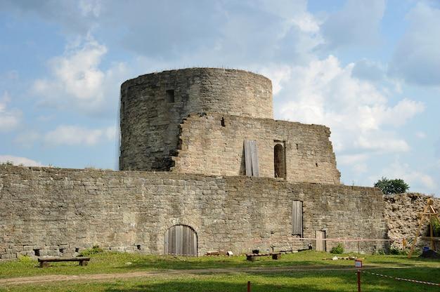 Ruinen der mittelalterlichen festung koporye