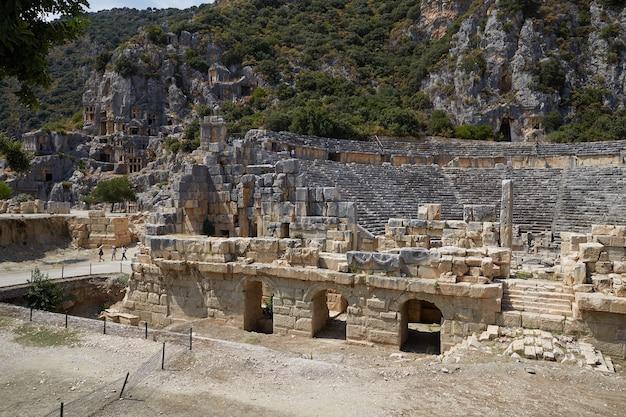 Ruinen eines alten amphitheaters myre