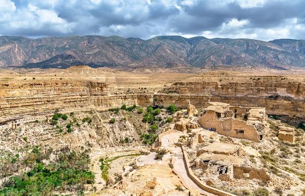 Ruinen eines berberhauses am ghoufi canyon in algerien, nordafrika