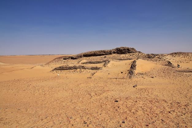 Ruinen in der sahara-wüste, afrika