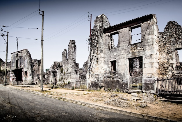 Ruinen von häusern, die im zweiten weltkrieg durch bombardements zerstört wurden