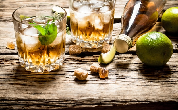 Rum mit minze und limette.
