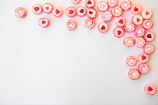 Runde bonbons mit herzen