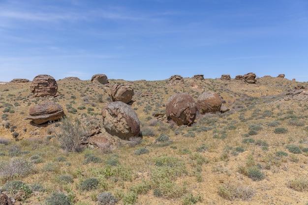 Runde felsen im ustyurt-plateau, region mangystau, im südwesten kasachstans