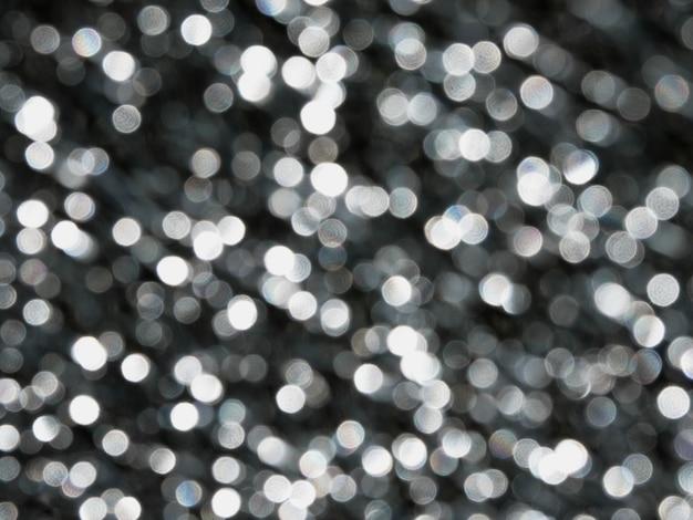 Runde leuchtende perlen, bokeh auf dunkelschwarzem hintergrund