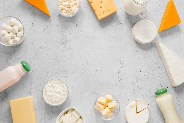 Runder lebensmittelrahmen mit milchprodukten