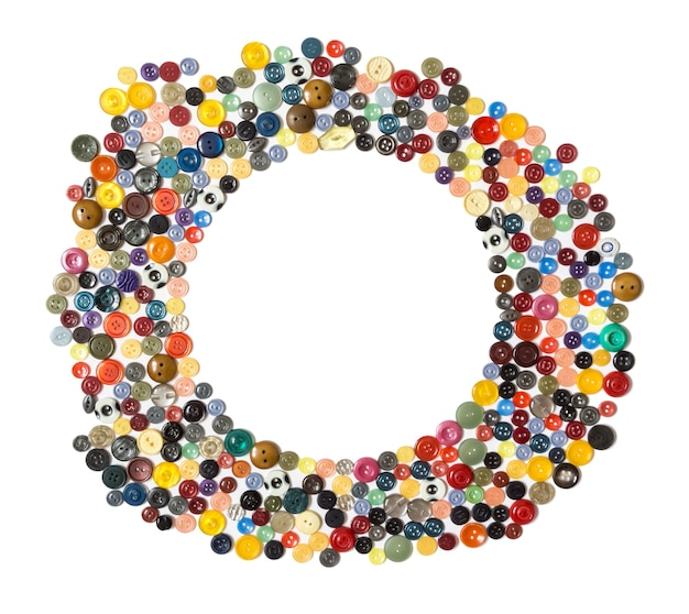 Runder rahmen mehrfarbige einfarbige knöpfe chaotisch auf einer weißen fläche angeordnet