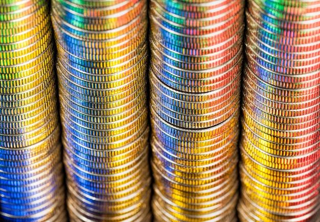Rundes metallgeld in einem stapel gestapelt