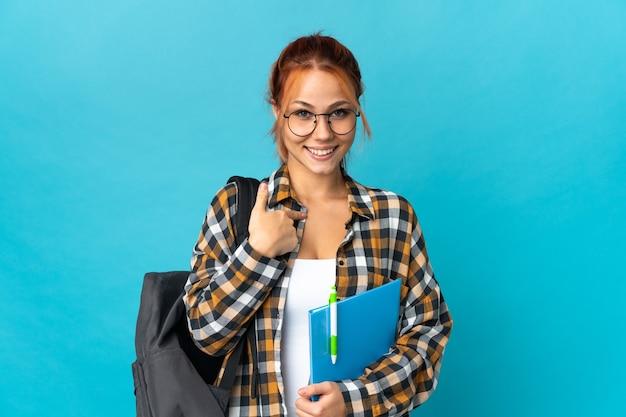 Russisches mädchen des teenagerstudenten auf blau mit überraschendem gesichtsausdruck