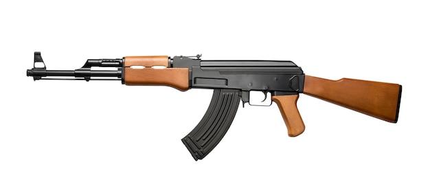 Russisches sturmgewehr ak-47 isoliert auf weiß