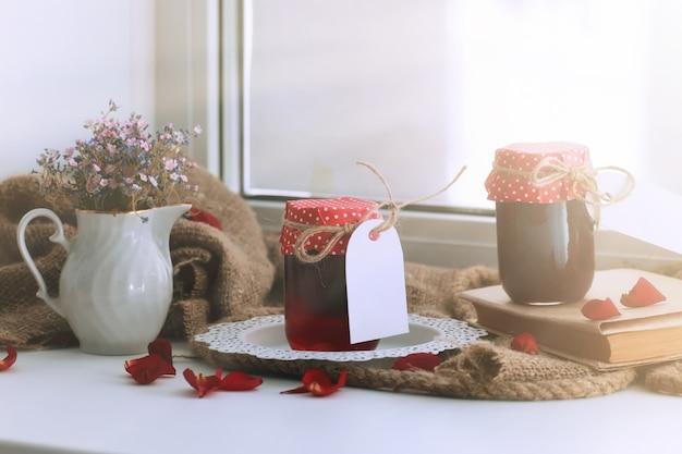 Rustikale hausgemachte marmelade ernten