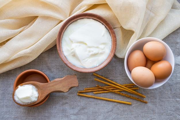 Rustikale produkte: hausgemachter fermentierter milchkefir
